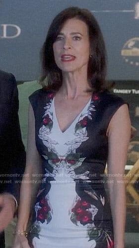 Nina's printed v-neck dress on Famous in Love