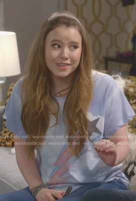 Kendra's blue shooting star print tee on Kevin Can Wait