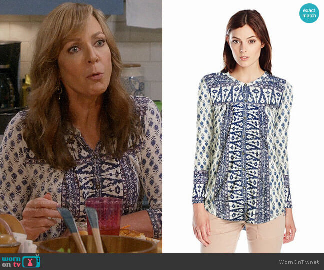 Lucky Brand Woodblock Top worn by Allison Janney on Mom