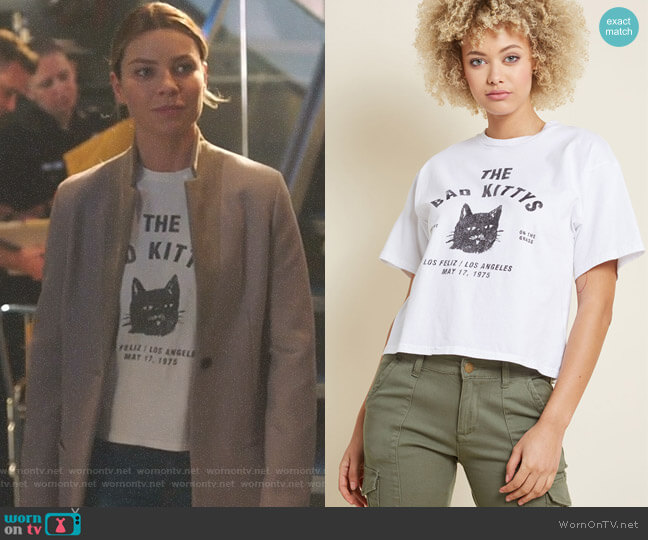 In Paw Taste Graphic Tee by Modcloth worn by Lauren German on Lucifer
