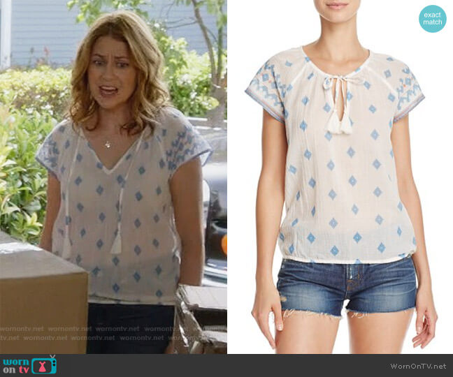 Dolan B Print Top by Soft Joie worn by Jenna Fischer on Splitting Up Together