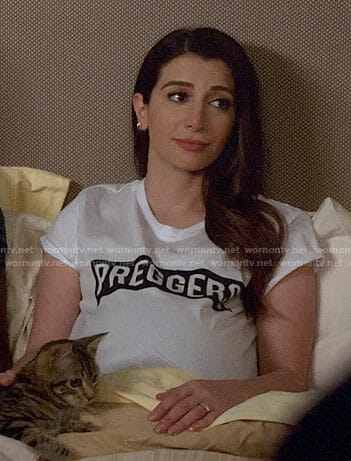 Aly's PREGGERS t-shirt on New Girl