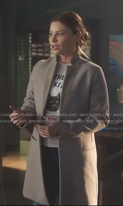 Chloe's white cat print tee and suede collar coat on Lucifer