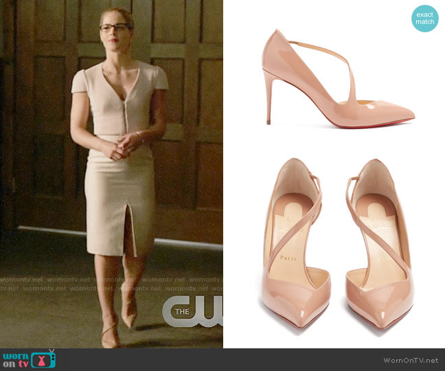 Christian Louboutin Jumping 85 patent-leather pumps worn by Felicity Smoak (Emily Bett Rickards) on Arrow