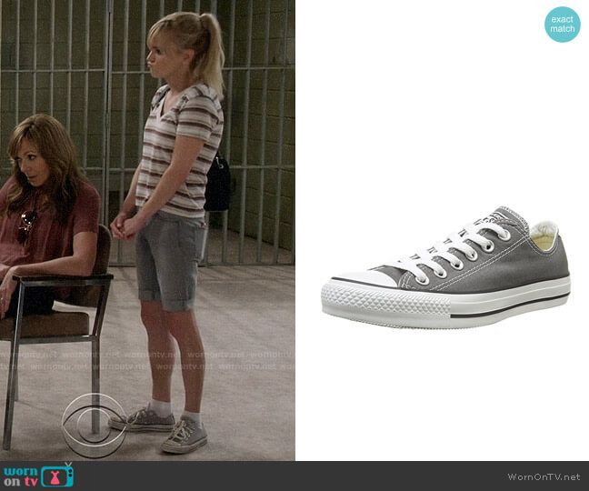 Converse Chuck Taylor Low Sneakers worn by Anna Faris on Mom