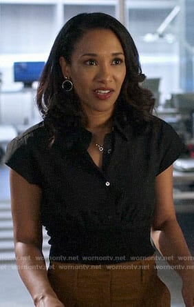 Iris's black cropped shirt on The Flash