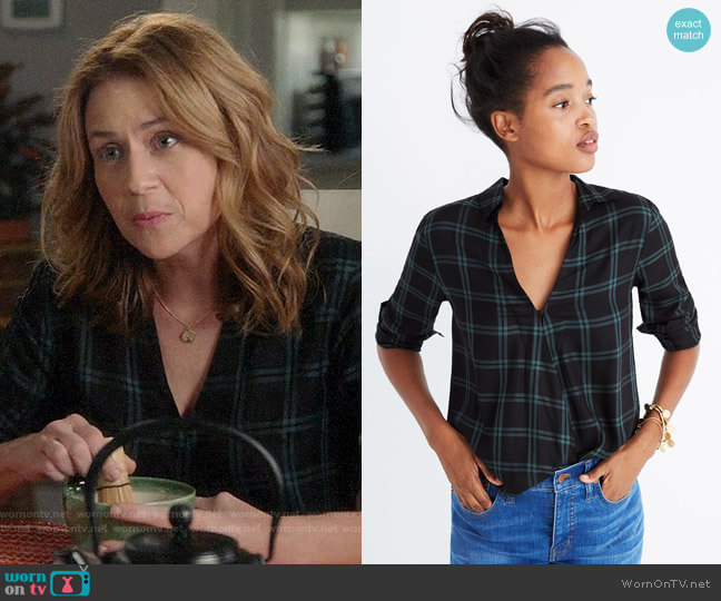 Madewell Wrap Front Shirt in Palma Plaid worn by Jenna Fischer on Splitting Up Together