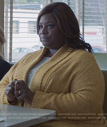 Ruby's yellow knitted open cardigan on Good Girls