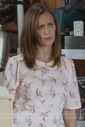 Maya's pink floral top on Splitting up Together