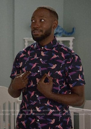 Winston's pink bird shirt on New Girl
