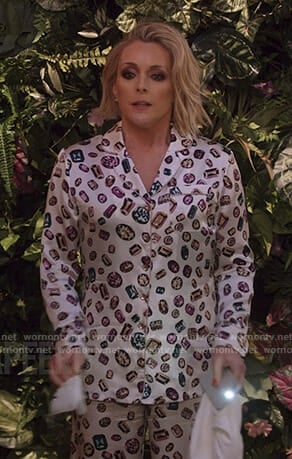 Jacqueline's white jewel print pajamas on Unbreakable Kimmy Schmidt