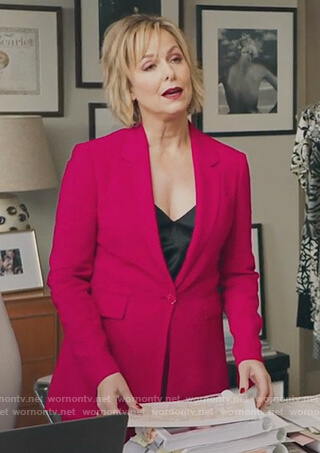 Jacqueline's pink single button blazer and pants on The Bold Type