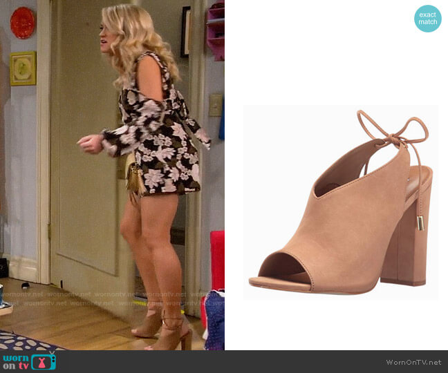 Steve Madden Saffron Mule worn by Gabi Diamond (Emily Osment) on Young & Hungry