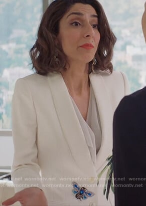 Delia's white leaf patch blazer on Girlfriends Guide to Divorce