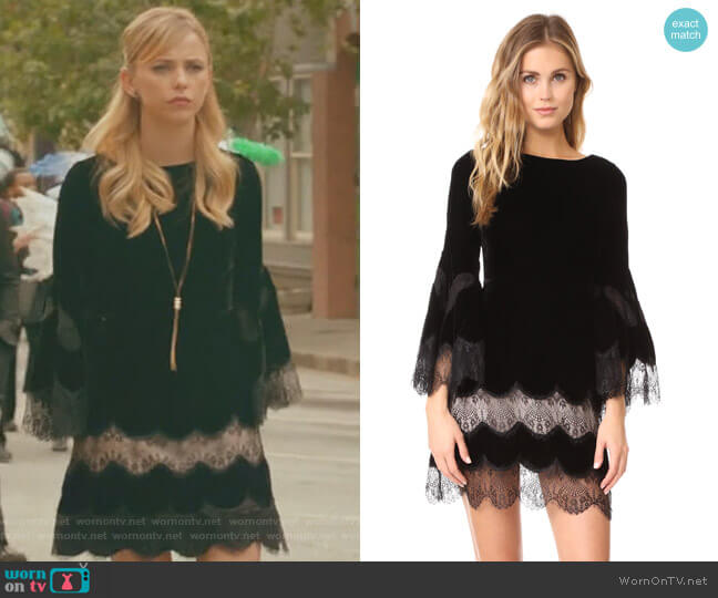 Leann Bell Sleeve Velvet Tunic Dress by Alice + Olivia worn by Freya Mikaelson (Riley Voelkel) on The Originals