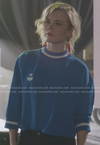 Ilse's blue cropped sweatshirt on Nashville