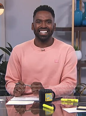 Justin's pink sweatshirt on E! News Daily Pop