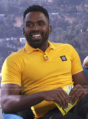Justin's yellow polo shirt on E! News Daily Pop