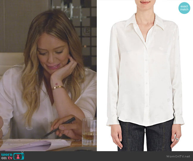 Nina Lip-Print Silk Blouse by L'Agence worn by Kelsey Peters (Hilary Duff) on Younger