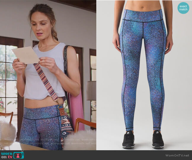 Speed Tight V Mermaid Leggings by Lululemon worn by Phoebe Wells (Beau Garrett) on GG2D
