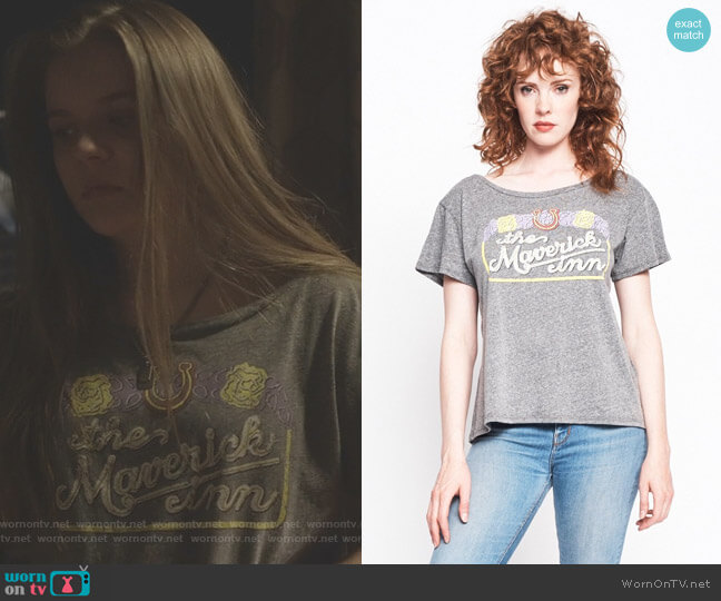 Maverick Inn Boyfriend Tee by Midnight Rider worn by Daphne Conrad (Maisy Stella) on Nashville