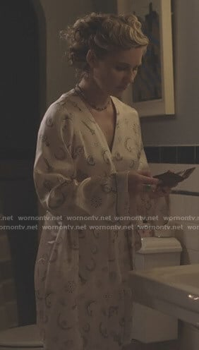 Scarlett's brooch print robe on Nashville