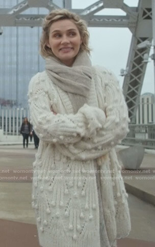 Scarlett's white bobble cardigan on Nashville