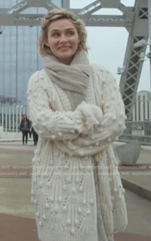 Scarlett's white bobble cardigan on Nashville