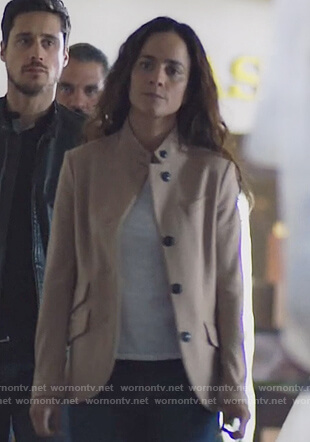 Teresa's beige wool blazer on Queen of the South