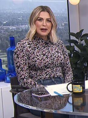 Carissa's black printed long sleeve top on E! News Daily Pop