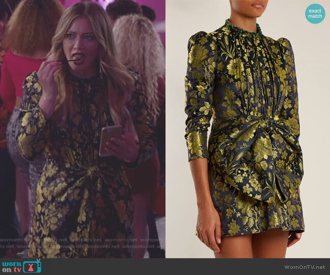 Romantic Flower-Jacquard High-Neck Dress by Gucci worn by Kelsey Peters (Hilary Duff) on Younger