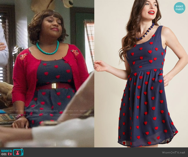 ModCloth A-Line Dress with Pockets and Heart Appliques worn by Sherri Shepherd on Trial & Error