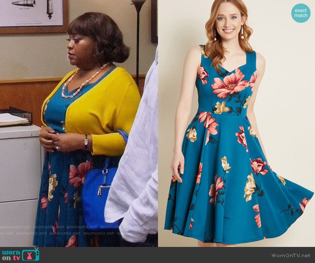 ModCloth Measured Magnificence Fit and Flare Dress in Teal Floral worn by Anne Flatch (Sherri Shepherd) on Trial & Error