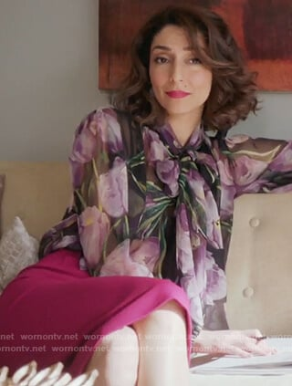 Delia's black floral print blouse and pink pencil skirt on Girlfriends Guide to Divorce