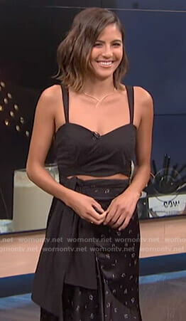 Erin's black cropped top on E! News