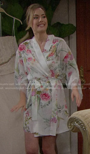 Hope's floral robe on The Bold and the Beautiful