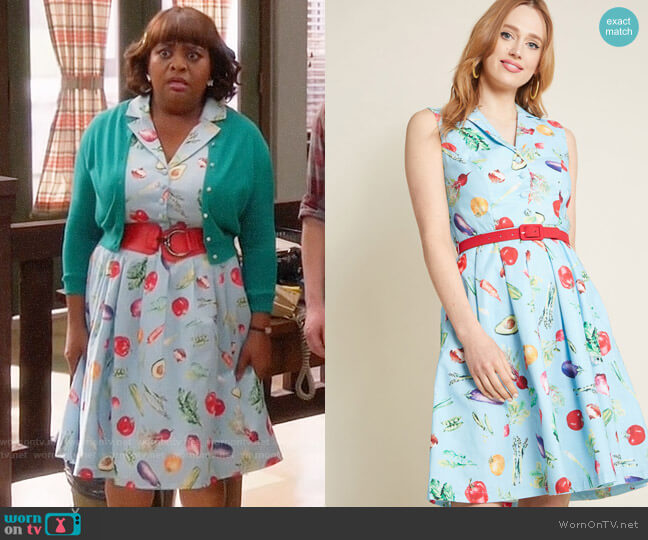 ModCloth It's an Inspired Taste Cotton Shirt Dress in Veggies worn by Anne Flatch (Sherri Shepherd) on Trial & Error