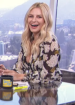 Morgan's black hydrangea print blouse on E! News Daily Pop