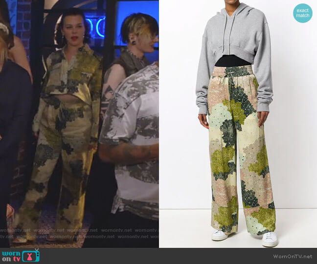 Floral-Print Wide-Leg Trousers by Off White worn by Debi Mazar on Younger