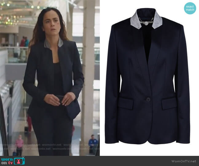 Fleur navy wool blazer by Stella McCartney worn by Teresa Mendoza (Alice Braga) on Queen of the South