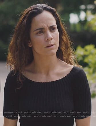 Teresa's black ribbed off shoulder top on Queen of the South