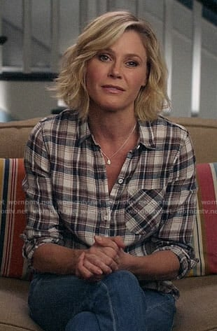 Claire's plaid shirt on Modern Family