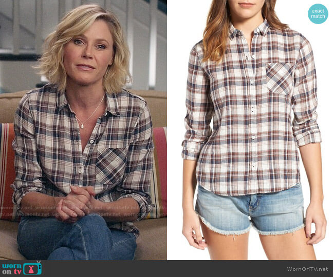 Current/Elliott The Slim Boy Shirt in Hillside Plaid worn by Claire Dunphy (Julie Bowen) on Modern Family
