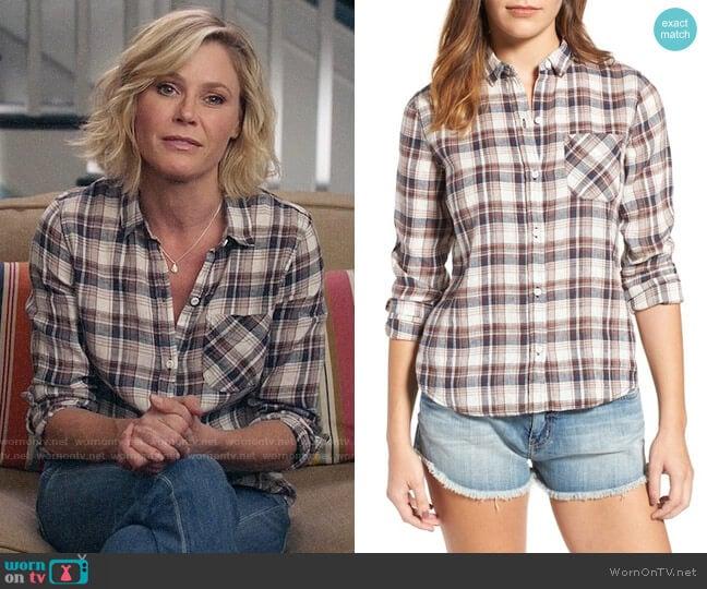 Current/Elliott The Slim Boy Shirt in Hillside Plaid worn by Claire Dunphy (Julie Bowen) on Modern Family