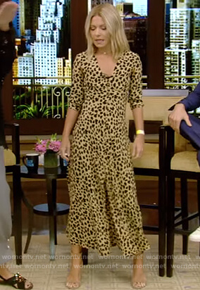 Kelly's leopard print v-neck dress on Live with Kelly and Ryan
