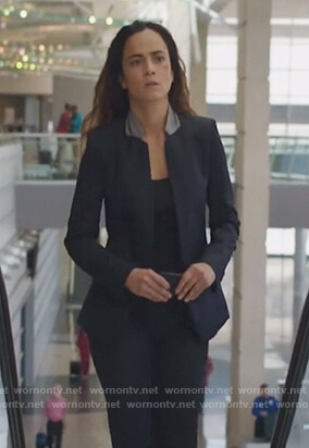 Teresa's navy inverted collar blazer on Queen of the South