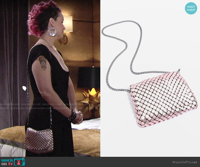 Topshop Festival Fan Chain Crossbody Bag worn by Sinead on The Young and the Restless