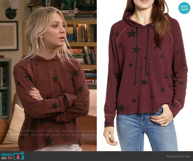Sundry Star Print Crop Hoodie worn by Penny Hofstadter (Kaley Cuoco) on The Big Bang Theory