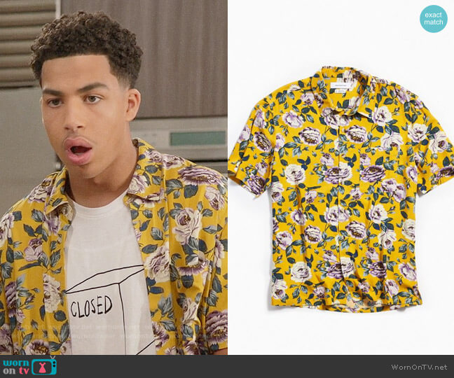 UO Wandering Rose Rayon Short Sleeve Button-Down Shirt worn by Andre Johnson Jr (Marcus Scribner) on Blackish