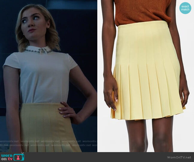 Box Pleat Skirt by Zara worn by Skyler Samuels on The Gifted